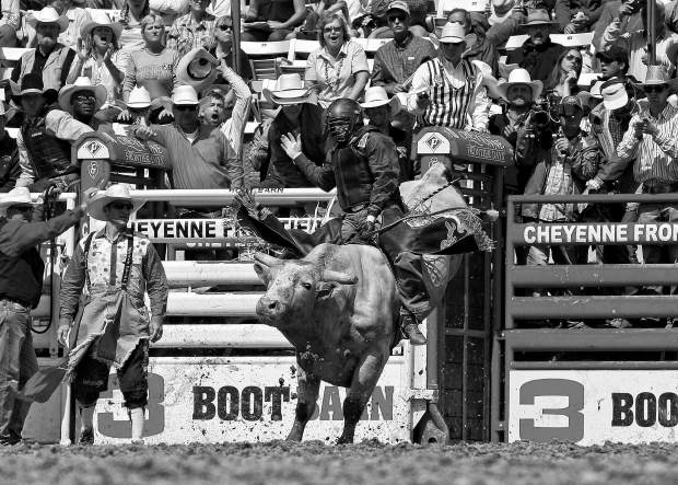 Wyoming Cowboy Defends His Cheyenne Frontier Days Title