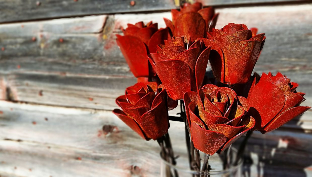 SD Man Uses Metal And Barbed Wire To Make Rustic Roses