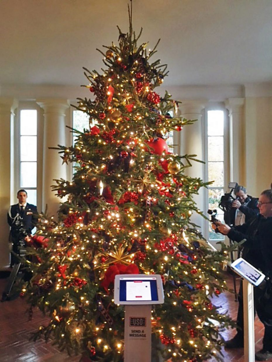 At the first Christmas tree seen upon entering, guests are encouraged to send electronic messages to the troops.